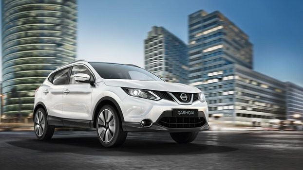 QASHQAI on city road
