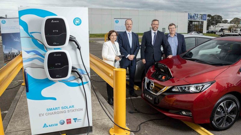 Minister Lily D'Ambrosio, David Leal, Stephen Lester, and Dr David Harris next to Nissan LEAF