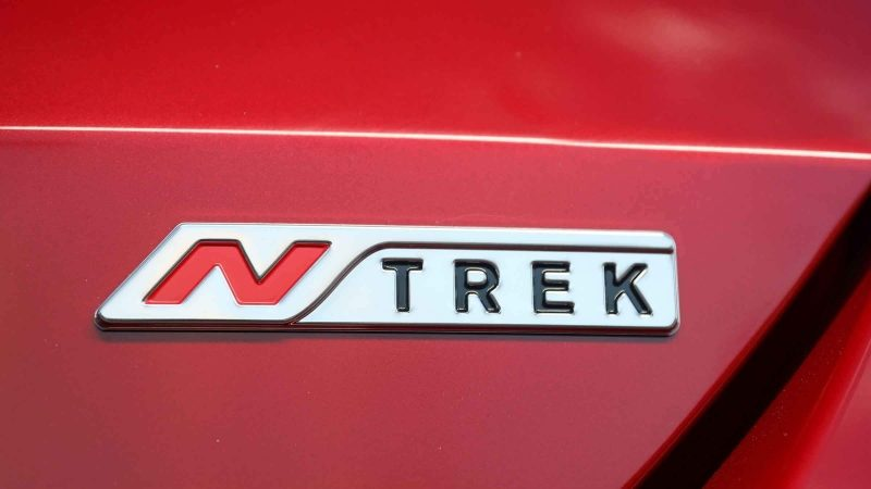 Nissan X-TRAIL N-TREK badge