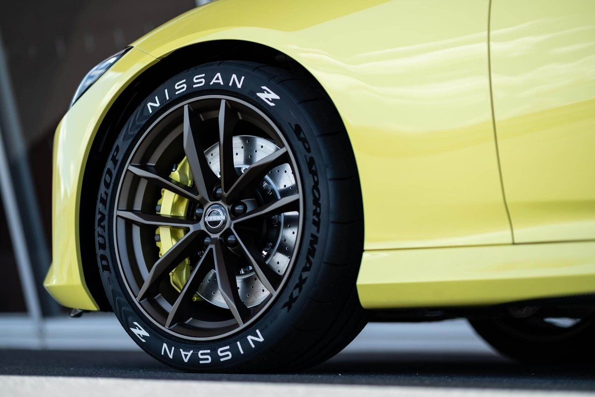 Nissan 370Z Proto side wheel close-up