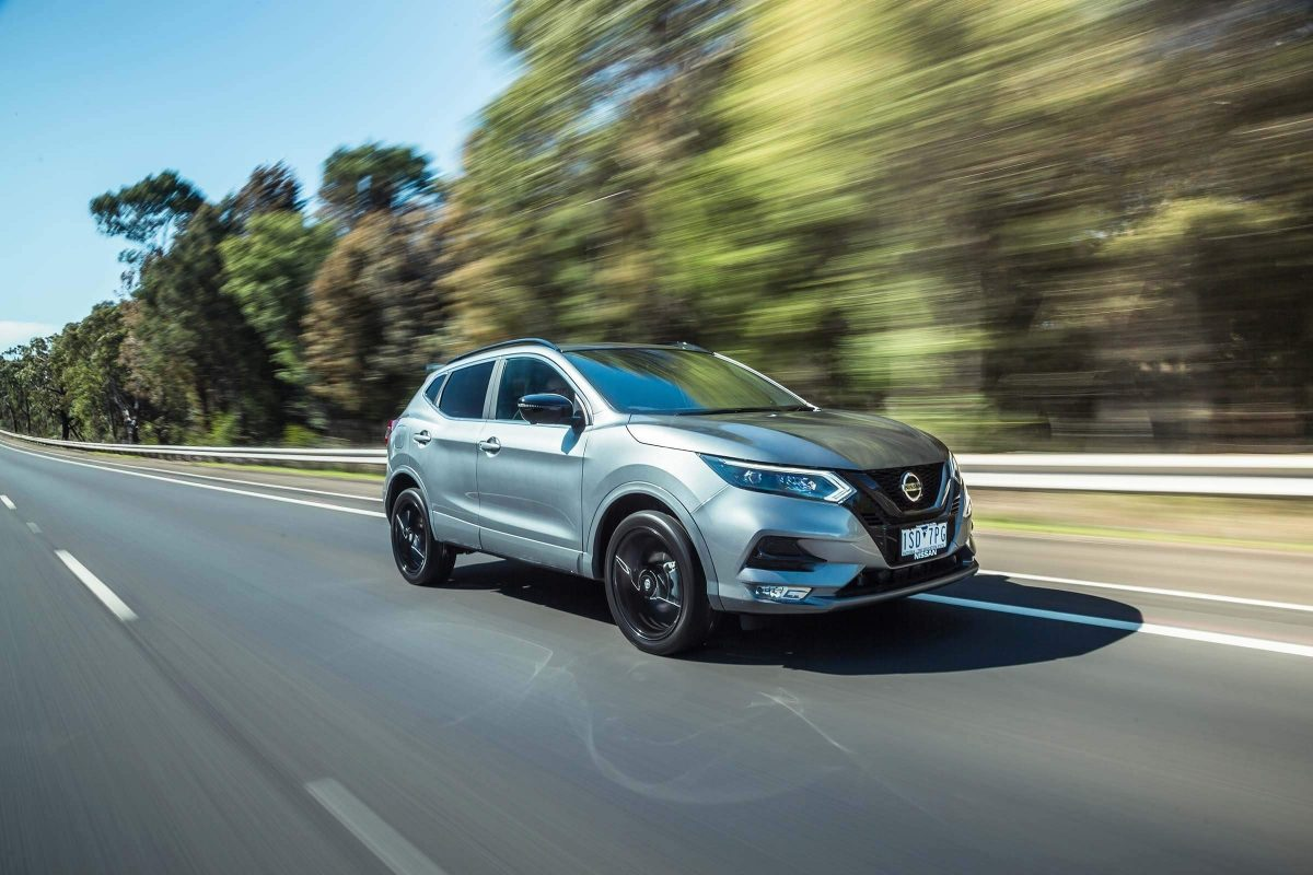 Nissan QASHQAI midnight edition on highway