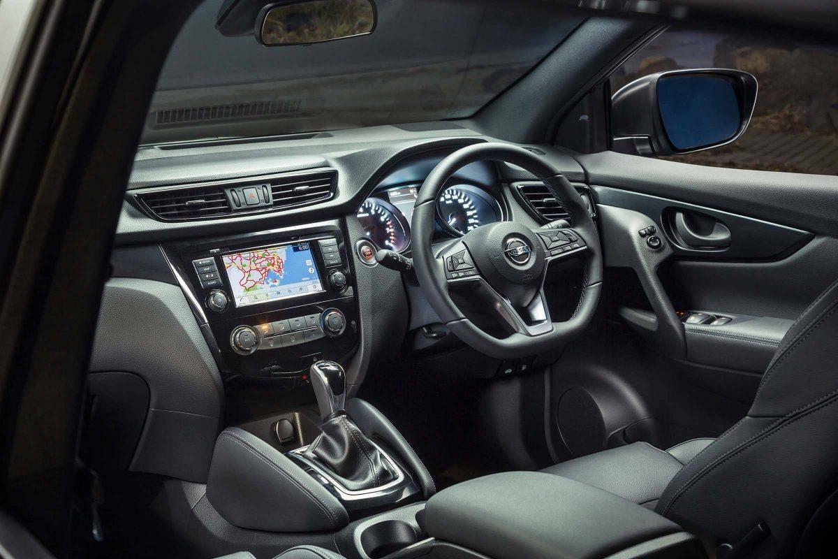 Nissan QASHQAI midnight edition interior