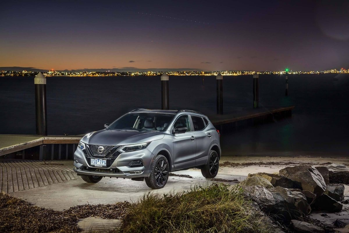 Nissan QASHQAI midnight edition at night