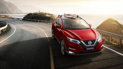 Nissan QASHQAI driving on coastal highway