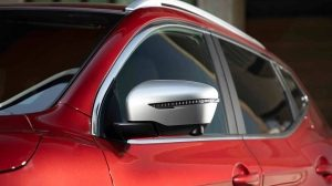 QASHQAI N-SPORT side window and mirror with silver detailing
