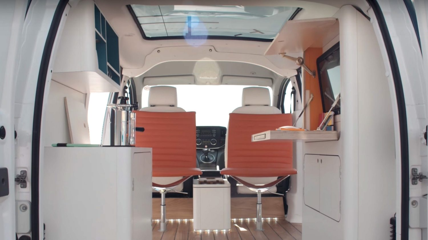 Nissan e-NV200 as a working office