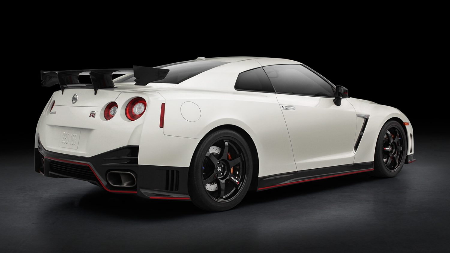 GT-R NISMO 車尾。