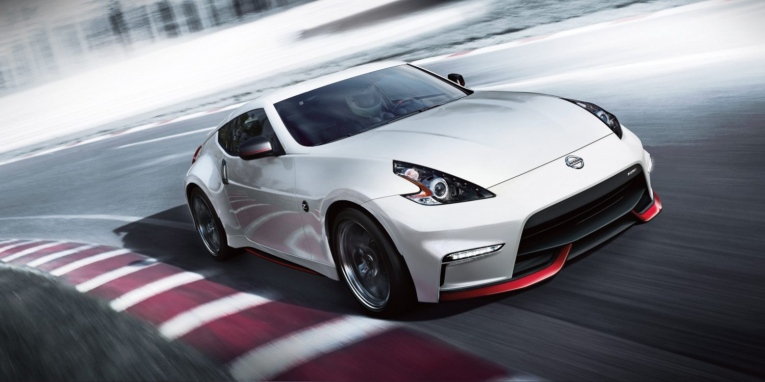 370Z NISMO on race track