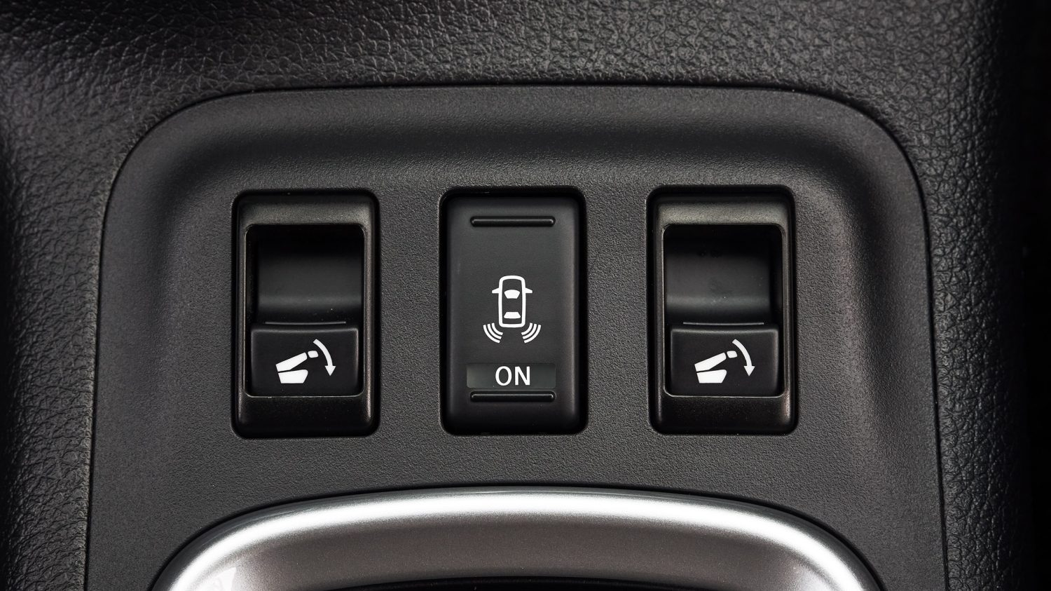 Nissan Terra driver second row seat release buttons