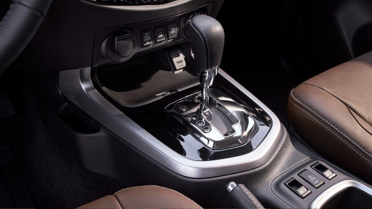 Nissan Terra gear shifter