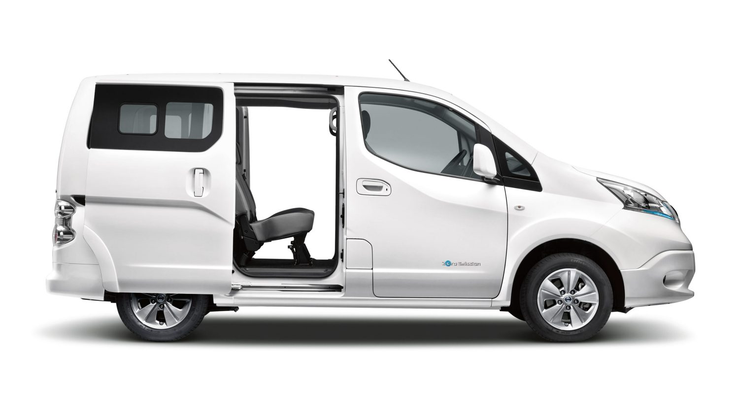Profile of e-NV200 Combi with door opens