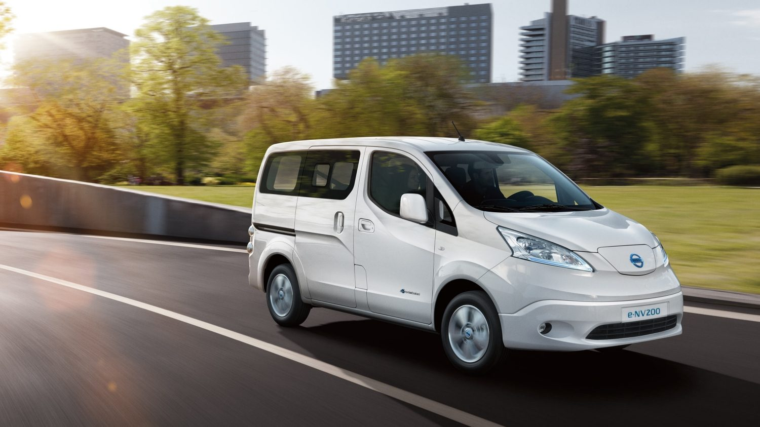 e-NV200 action 3/4 front drivers side