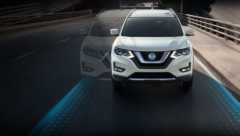 Nissan Pathfinder on bridge lane intervention