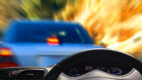 Tips Menghadapi Mobil Ugal-ugalan di Jalan