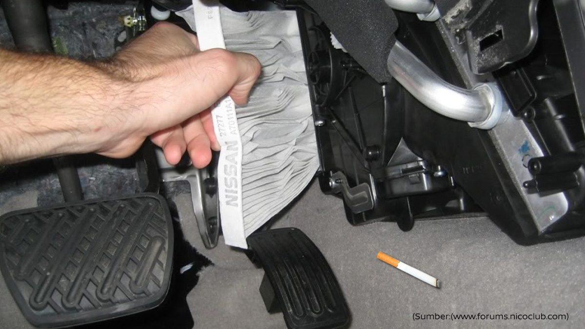 bersihkan kabin mobil nissan Anda