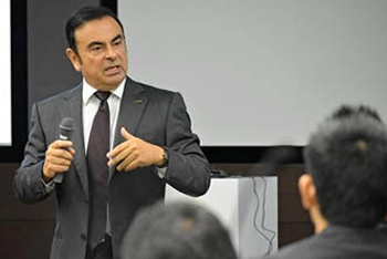 Carlos Ghosn speaks at a seminar for next-generation leaders in Yokohama last October.