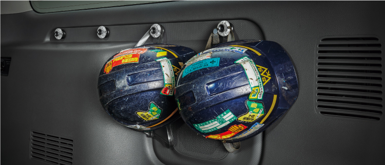 ヘルメット類などの収納にも便利です。