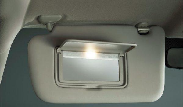 前席サンバイザー〈運転席:バニティミラー、チケットホルダー付、助手席:バニティミラー付〉(照明付)