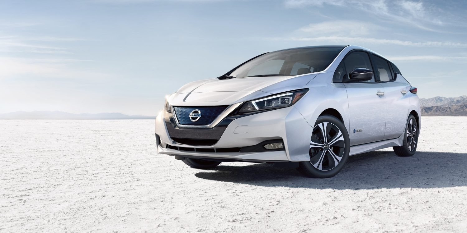 Nissan LEAF® SL shown in Two-tone Pearl White / Super Black with optional equipment.