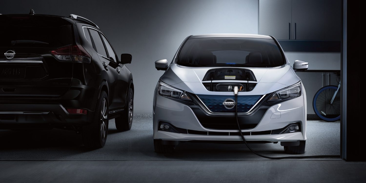Nissan LEAF® SL shown in Pearl White with optional equipment.