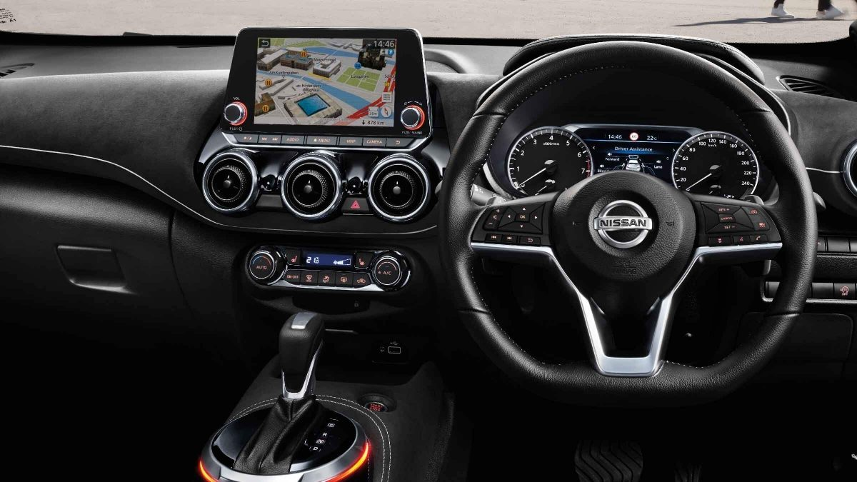 new JUKE steering wheel and centre console