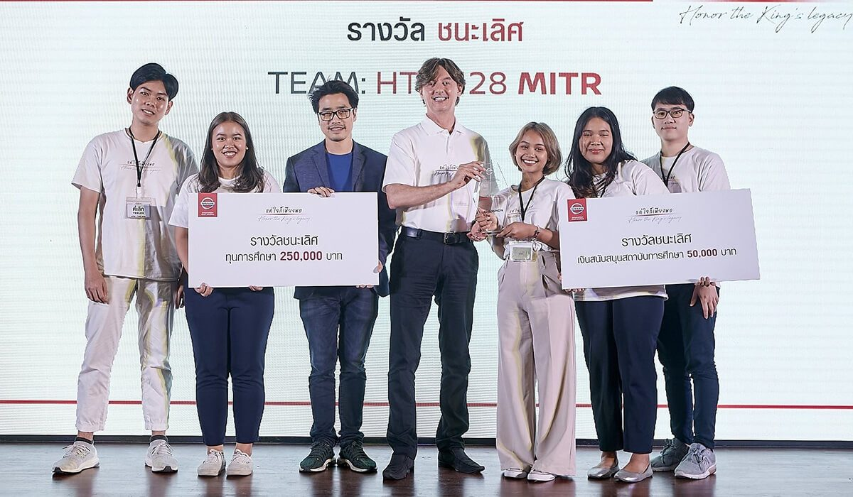 "Team 'Mitr' from Thammasat University, winners of Nissan's ""Honor the King's Legacy 2019"" project"