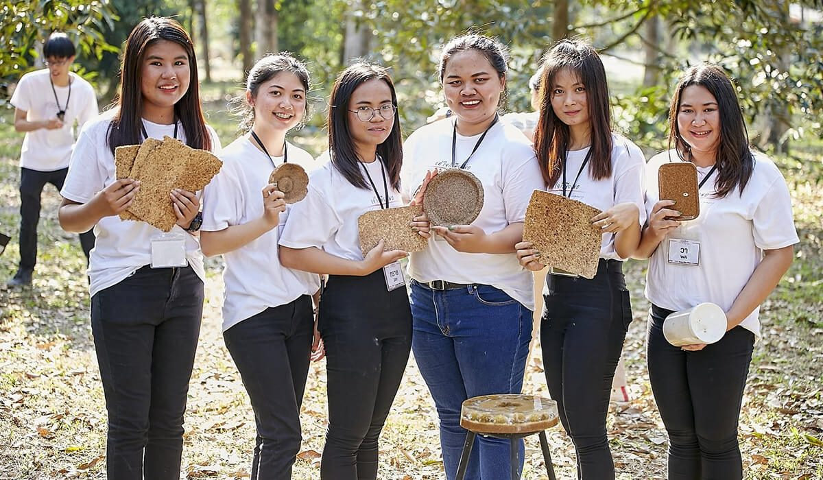 Team 'Hug-Na-Man-Kaew' from Mahasarakham University used discarded mini-durians to create tableware branded as 'Rian Noi'