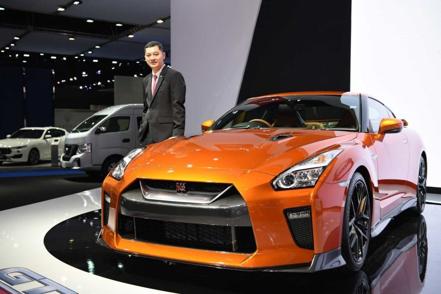 Nissan To Display An Array Of Accessorized Vehicles At The - Car show displays for sale