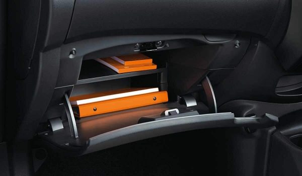 Storage compartment with cover on the front console