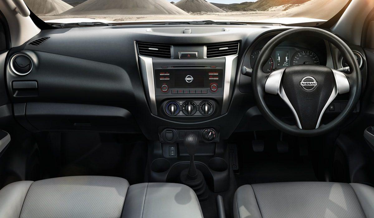 np300-navara-sc-interior