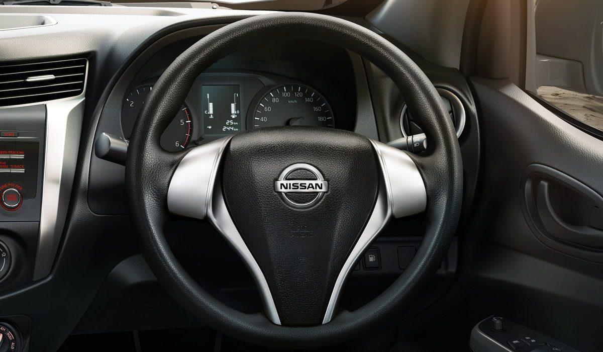 np300-navara-sc-interior2